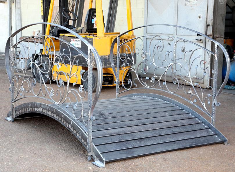Ferroartistica arredo per interni in ferro battuto for Arredo giardino in ferro